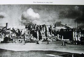 Plac Zamkowy w 1945 r.