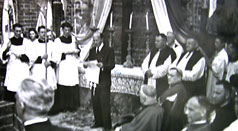 A. Grabowski czyta akt erekcyjny katedry