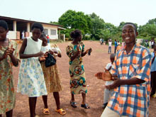 tance przed kościołem