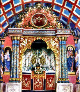 Wnętrze syromalankarskiego kościoła św. Jerzego w Kullumkathra