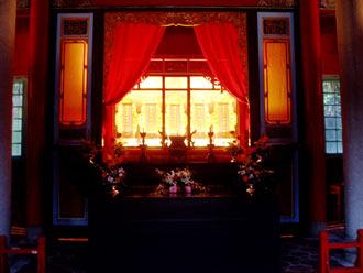 oltarz glowny w swiatyni Paoan