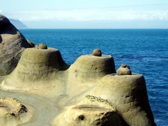 Formy w kształcie babek piaskowych z kulami, Park Narodowy Yeliou