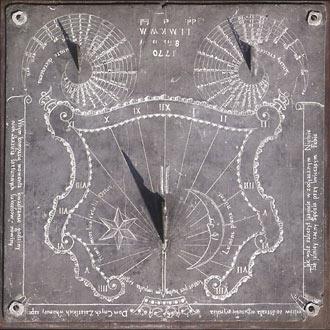 zegar słoneczny na murze Muzeum Przypkowskich, fot. A.K. Pęczalscy